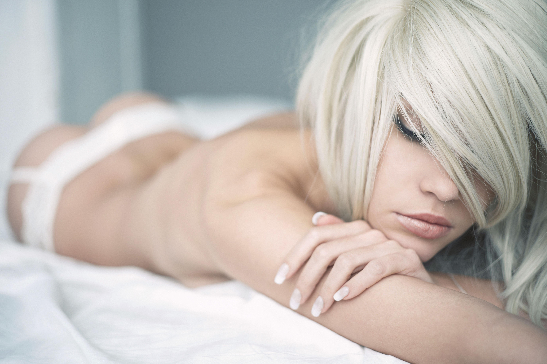 Фото девушка в кровате 8 фотография
