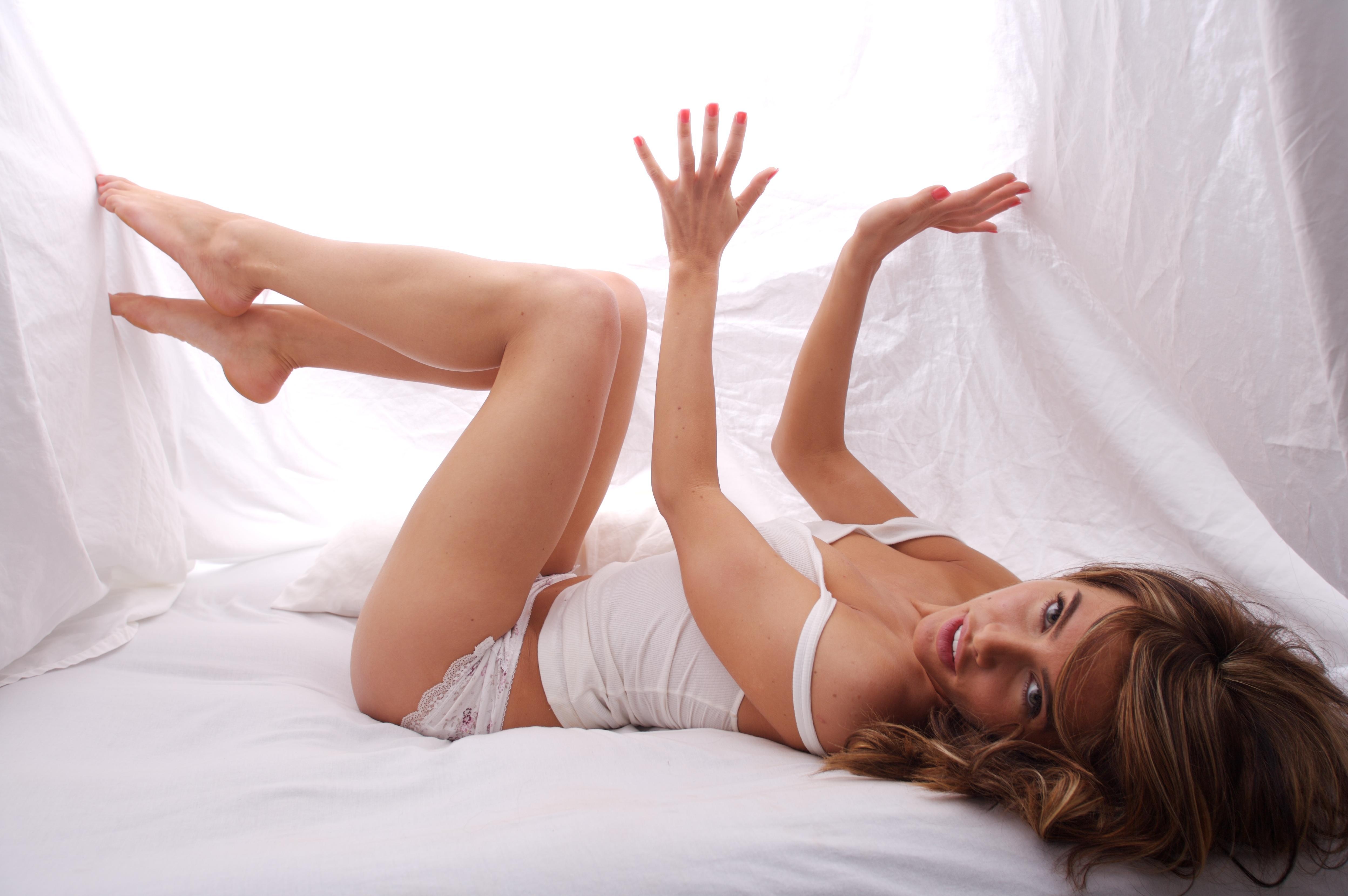 Фотосессии девушек в постели 1 фотография