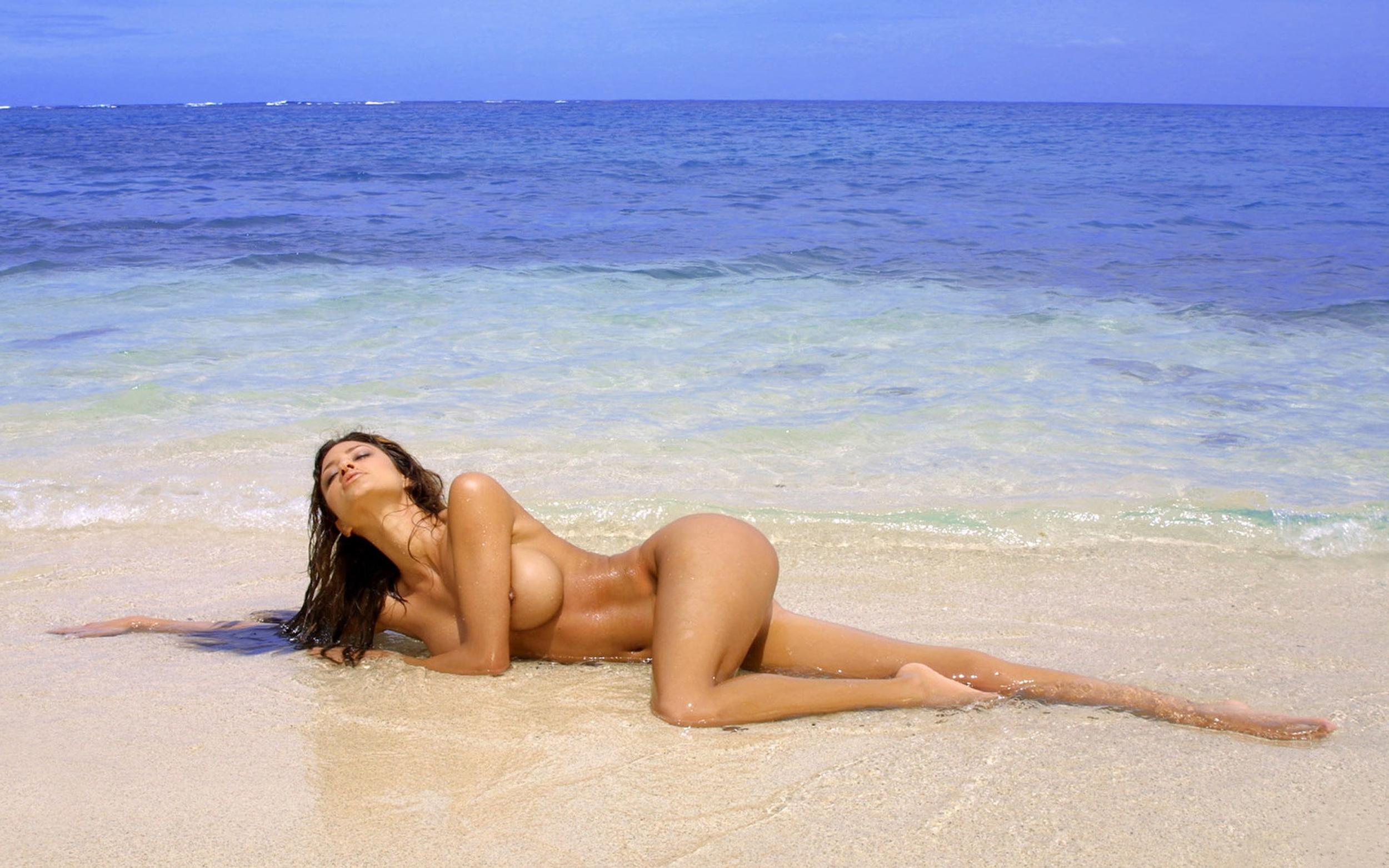 Секс с девушками на берегу моря 10 фотография